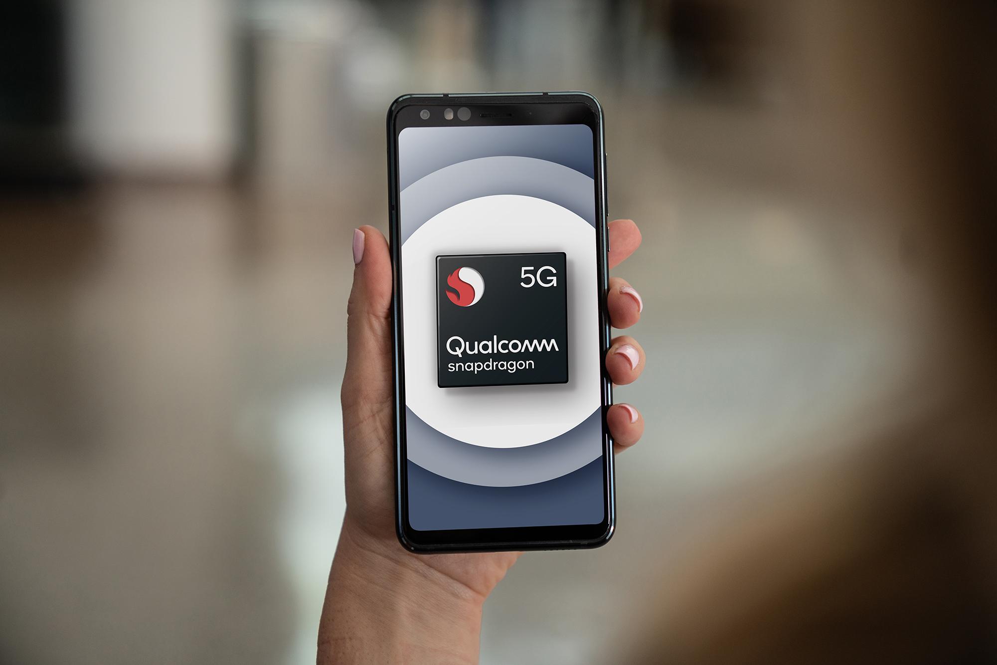 qualcomm-snapdragon-765-5g-mobile-platform-reference-design-in-hand.jpg