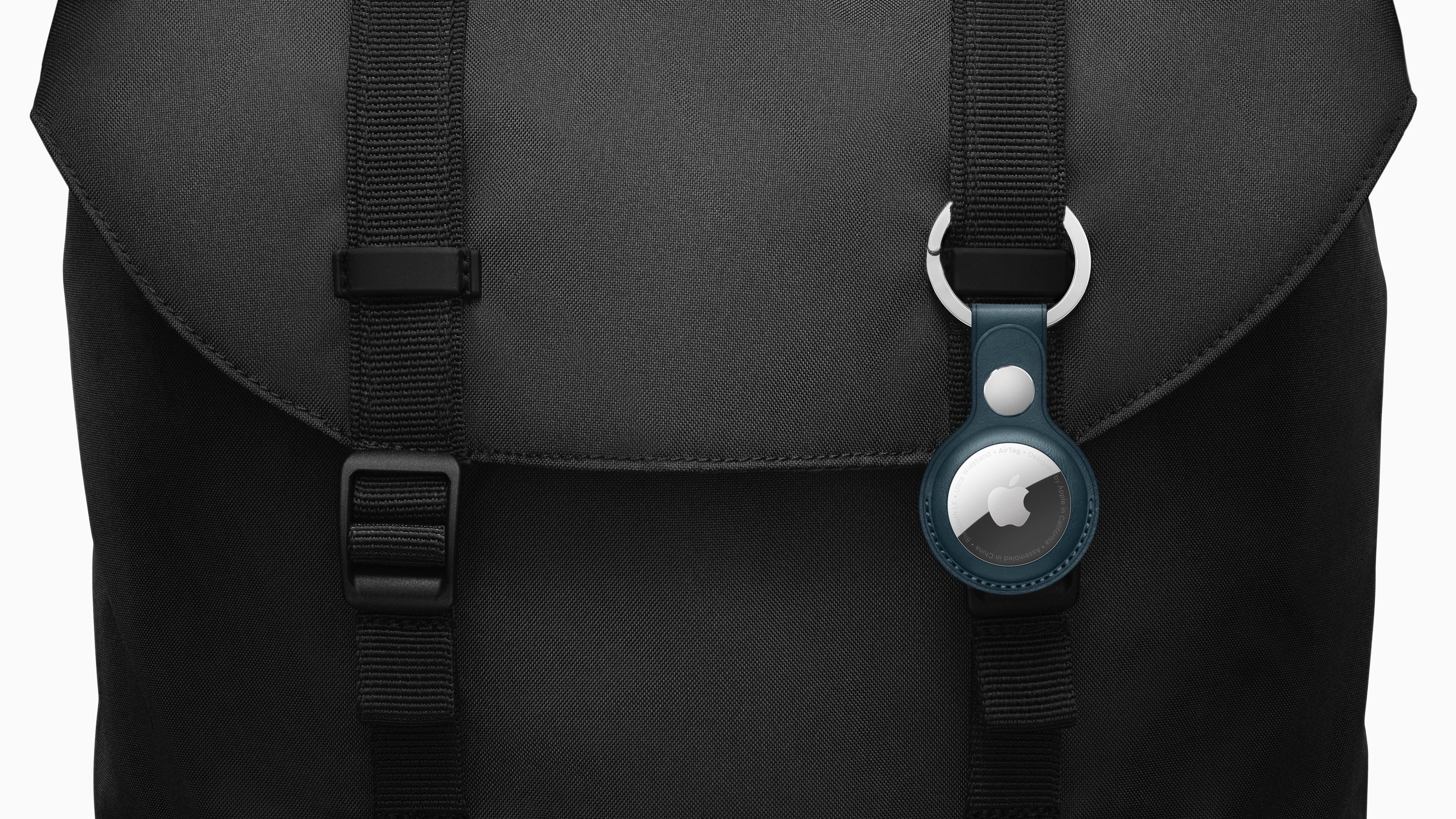 Apple_airtag-accessories-bag-042021.jpg